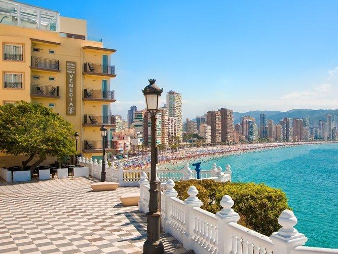 Vista desde la entrada Hotel Villa Venecia Boutique Gourmet Benidorm